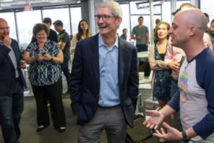 库克:苹果要发展可再生能源,在社区大学推出更多课程