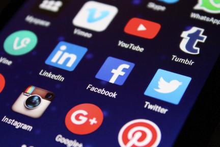 理解社交网络究竟是如何席卷全球的,得从 StaaS 和社交资本开始