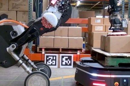 波士顿动力双轮机器人Handle即将出道,与物流机器人OTTO搭档运货