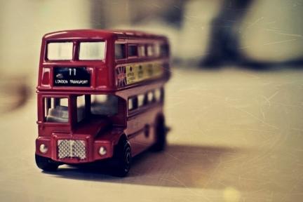 """供职过易到巴士、PP大巴的刘瑞奇,怎样做起了企业包车平台""""叮当巴士"""""""