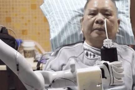 中国首例,大脑植入电极,高位截瘫病人用意念喝水