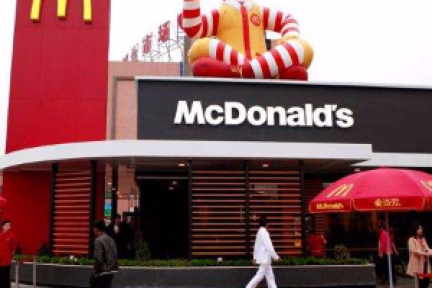你以为麦当劳傻,把名字改为金拱门?后者很有历史故事