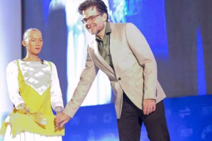 备受争议的索菲娅机器人,它的缔造者出来回应diss了