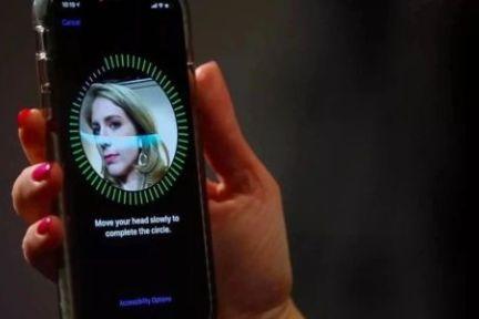 华为新研究:一张贴纸就能破解 Face ID ?