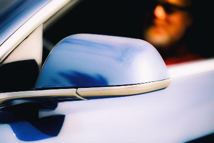 8点1氪   小红书在安卓版应用商店重新上架;Uber宣布在自动驾驶和外卖服务等部门裁员约350人;特斯拉否认上海超级工厂本月量产;2019年诺贝尔经济学奖揭晓