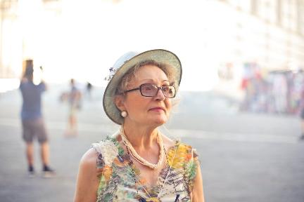 不要只盯着年轻市场了,中老年女性需要更细致的美妆服务