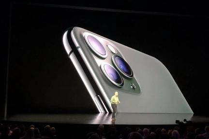 """8点1氪   马云""""卸任""""阿里巴巴集团董事局主席;苹果正式发布iPhone 11,699美元起售;奔驰中国电池工厂将在今年年底投产"""