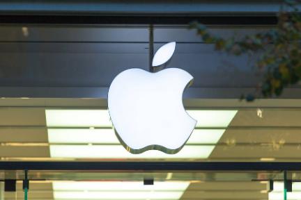8点1氪 | 苹果多款产品加征关税至15%;暴风冯鑫被批捕;小米决议按最高总价120亿港元购回股票