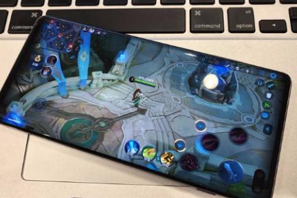 三星Galaxy S10+游戏体验:表现均衡,可组队
