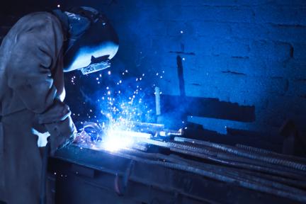 面对单品种、大批量生产特点,「网纳智能」提供金属家具行业智能制造方案