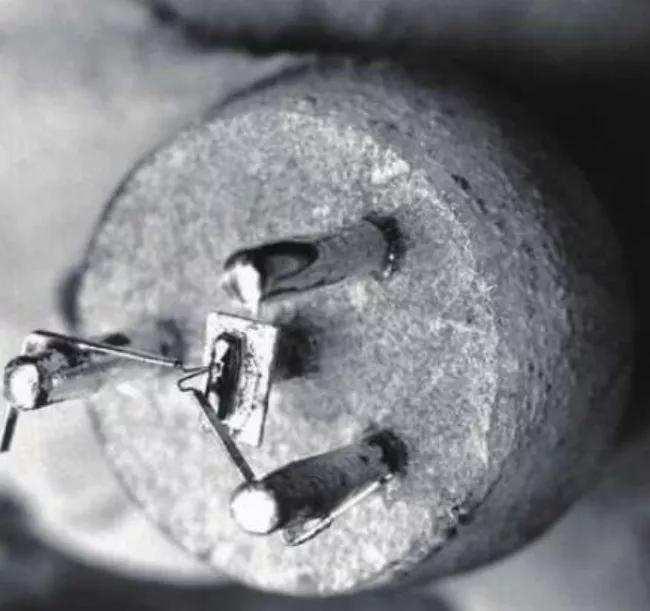 """芯片破壁者:光刻技术的""""鬼斧""""之变"""