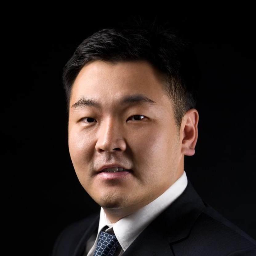 三代老北京,祖上也是大宅门,做过国企外企民企管理层。
