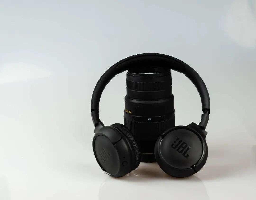 v2 25fbc37844a84354aaa460c99a188970 img 000 - AirPods 最大的创新,其实是革新了耳机交互