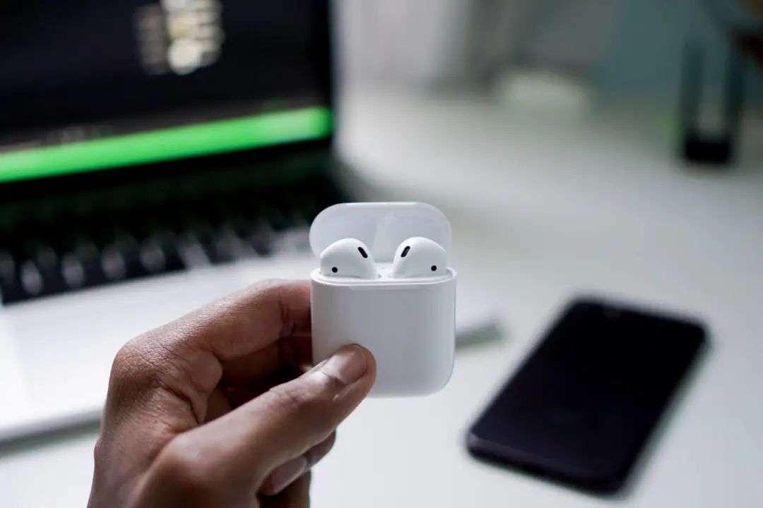 v2 6a347676c733428d9a039761ddd75d0b img 000 - AirPods 最大的创新,其实是革新了耳机交互
