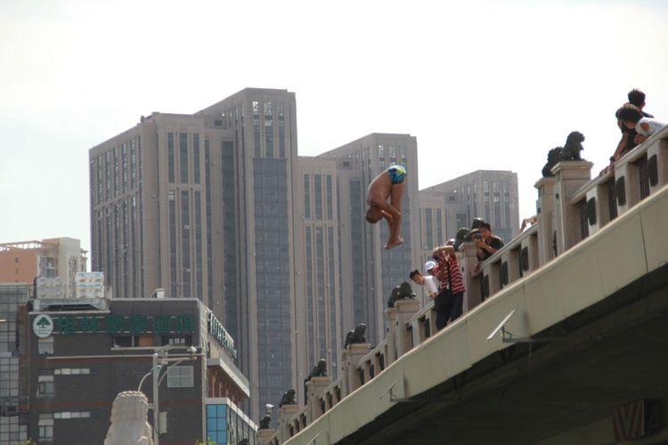 v2 84f61439d6b04d93b708c37e8589d3be img 000 - 有多少天津人在排队跳河?