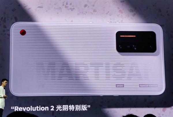 最前线丨坚果手机归来:坚果R2起售价4499元,将和罗永浩直播间合作