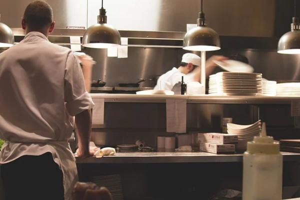 又一项黑科技正在潜入餐饮人的前厅和后厨