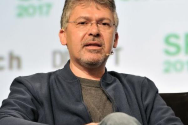 Siri负责人接手汽车项目,开发苹果自动驾驶系统
