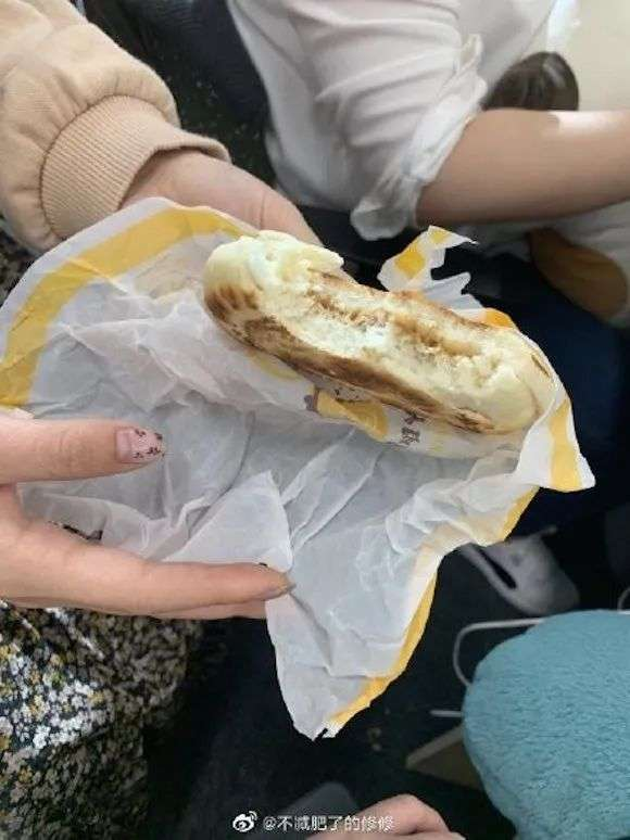 麦当劳肉夹馍被吐槽,商品宣传图和实物能差多远?