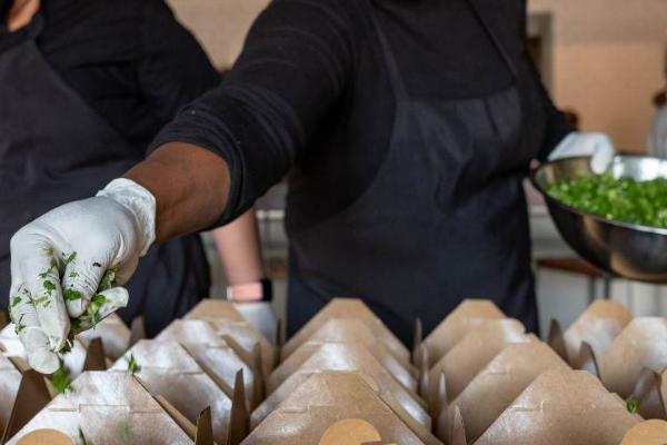 慈善餐食:疫情下,美国餐饮行业的全新收入来源