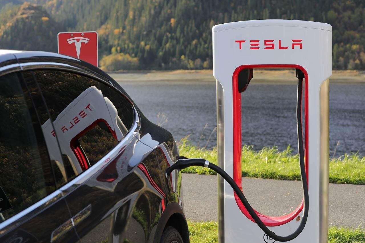 高位大幅下跌,碳中和概念走强,新能源汽车现在能看好了吗?