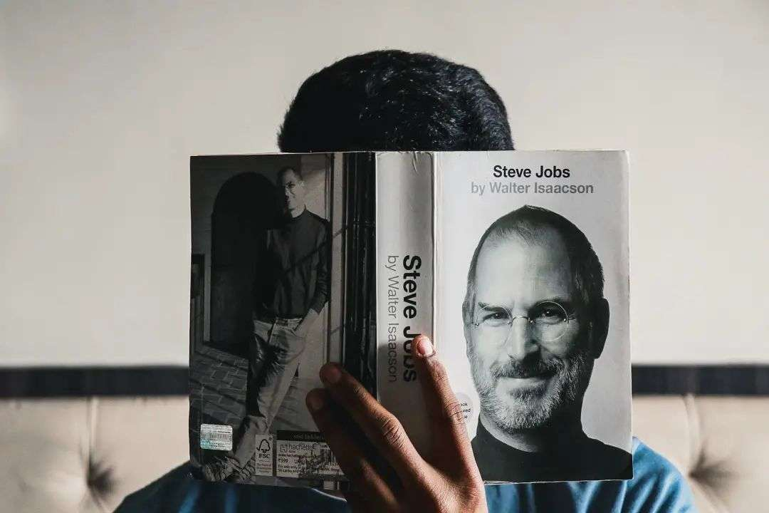 库克掌舵苹果十年:11次主持秋季发布会,每天工作超12小时,从未想成乔布斯