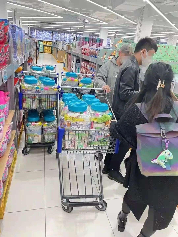 """顶风作案?家乐福怒曝被""""二选一""""潜规则:会员店首日开业部分货架被搬空"""